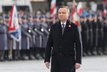 Prezydent Andrzej Duda podczas uroczystej odprawy wart przed Grobem Nieznanego Żołnierza w Warszawie,  w Święto Niepodległości.