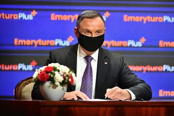 Prezydent Andrzej Duda podczas uroczystości podpisania ustawy o 14. emeryturze