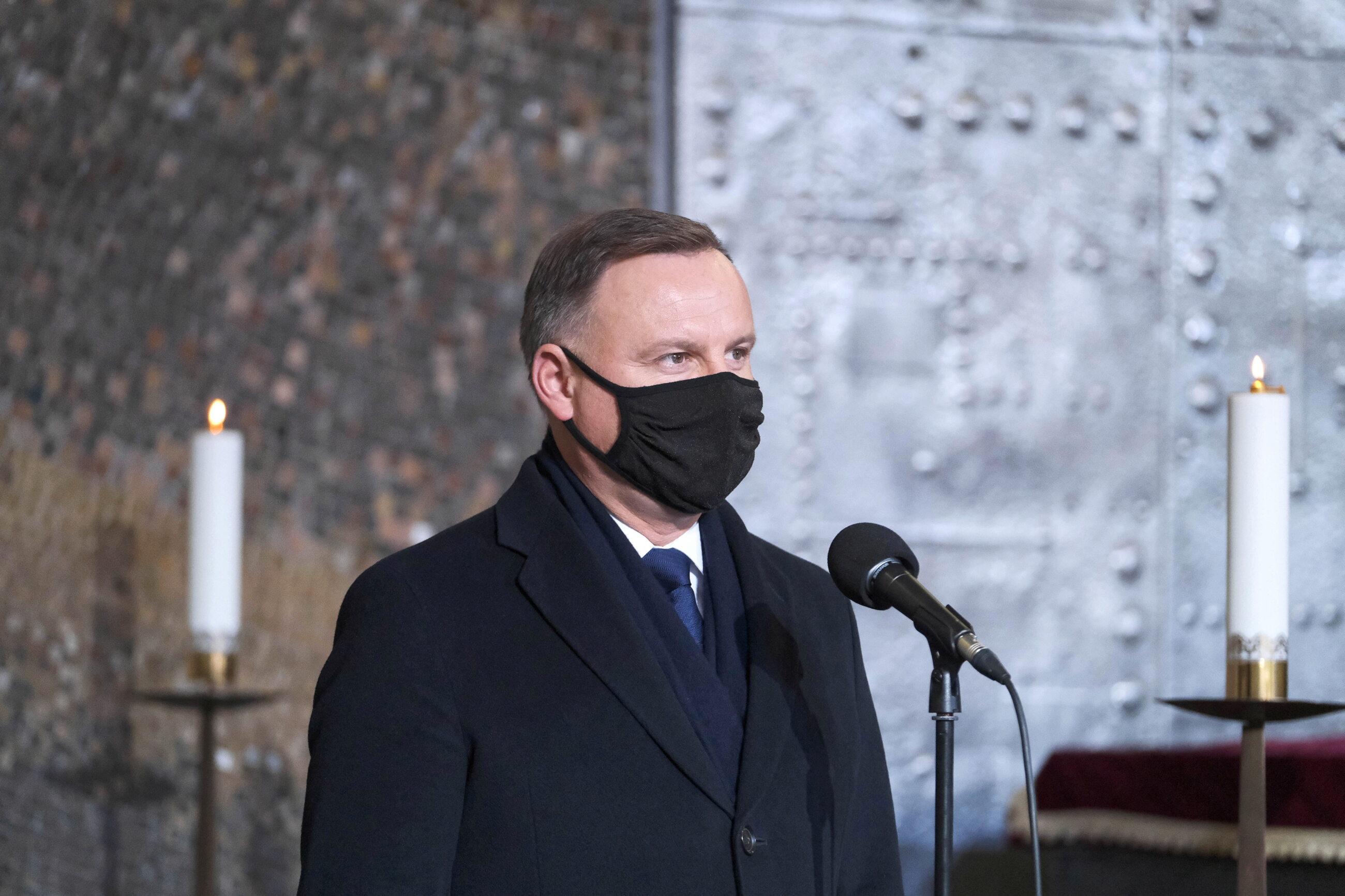 Prezydent Andrzej Duda przemawia podczas uroczystości pogrzebowych Lidii Lwow-Eberle na Powązkach Wojskowych w Warszawie