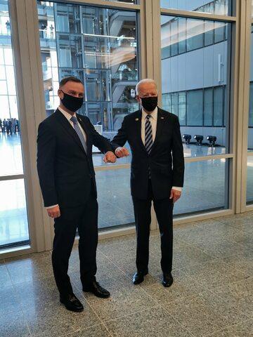 Prezydent Polski Andrzej Duda, prezydent USA Joe Biden na szczycie NATO w Brukseli