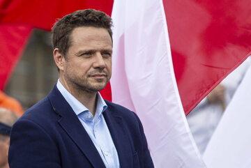 Prezydent Warszawy Rafał Trzaskowski podczas wystąpienia dla mediów