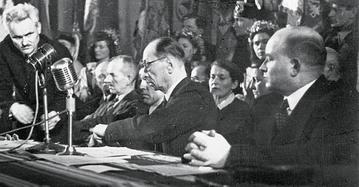 Prezydium Kongresu PSL w 1946 r. Po prawej Stanisław Mikołajczyk