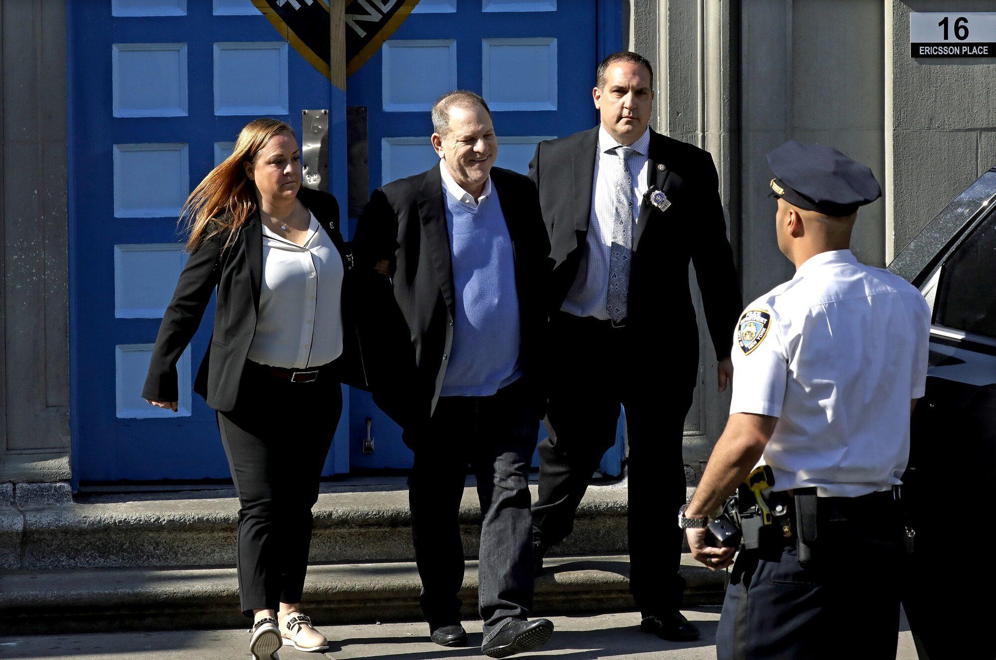 Producent filmowy Harvey Weinstein stawił się dzisiaj na komisariacie policji w Nowym Jorku