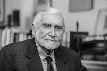 Prof. Witold Kieżun (1922–2021)