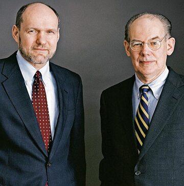 Profesor Stephen Walt (z lewej) i prof. John Mearsheimer