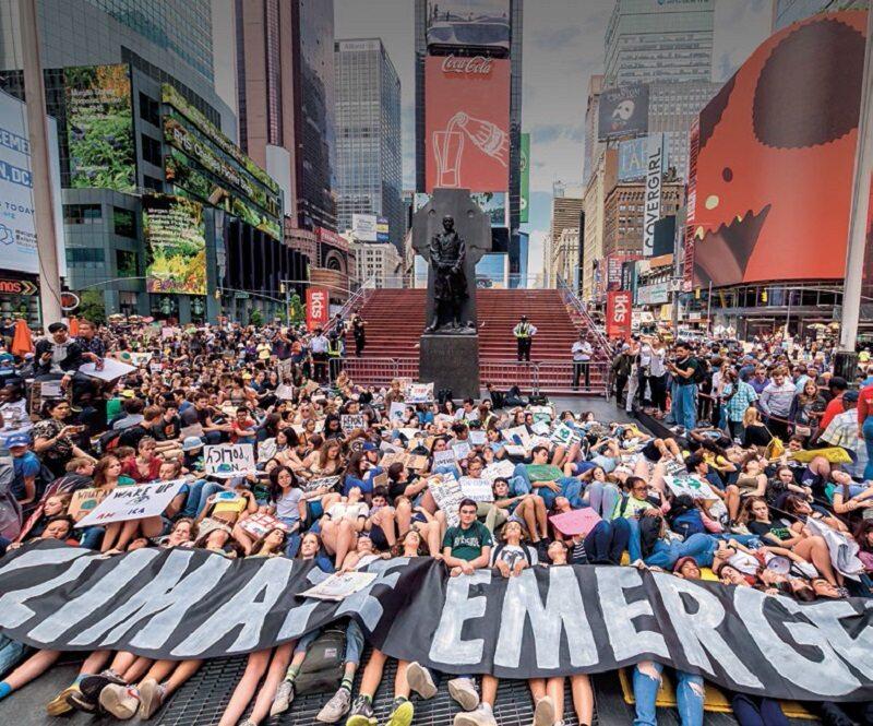 Protest ekoaktywistów Extinction Rebellion na nowojorskim Times Square