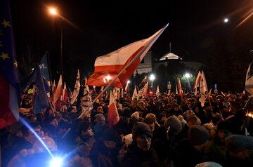 Protest KOD i opozycji pod Sejmem