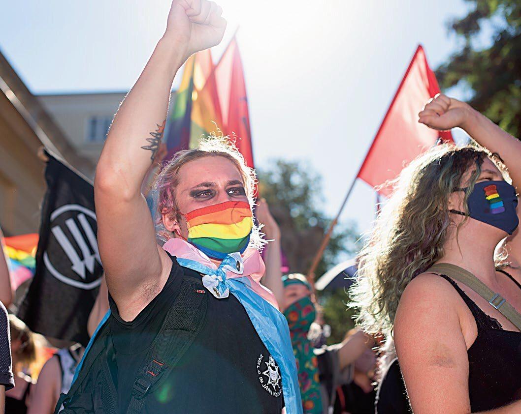 Protest LGBT podczas demonstracji działaczy Młodzieży Wszechpolskiej i Ruchu Narodowego 16 sierpnia w Warszawie