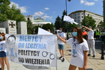 Protest medyków przed Sejmem