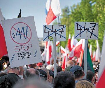 Protest przeciw amerykańskiej ustawie 447 w maju w Warszawie