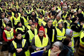 """Protest """"żółtych kamizelek"""" we Francji"""