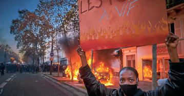 Protesty przeciw francuskiej ustawie o bezpieczeństwie globalnym. Paryż, 28 listopada 2020 r.