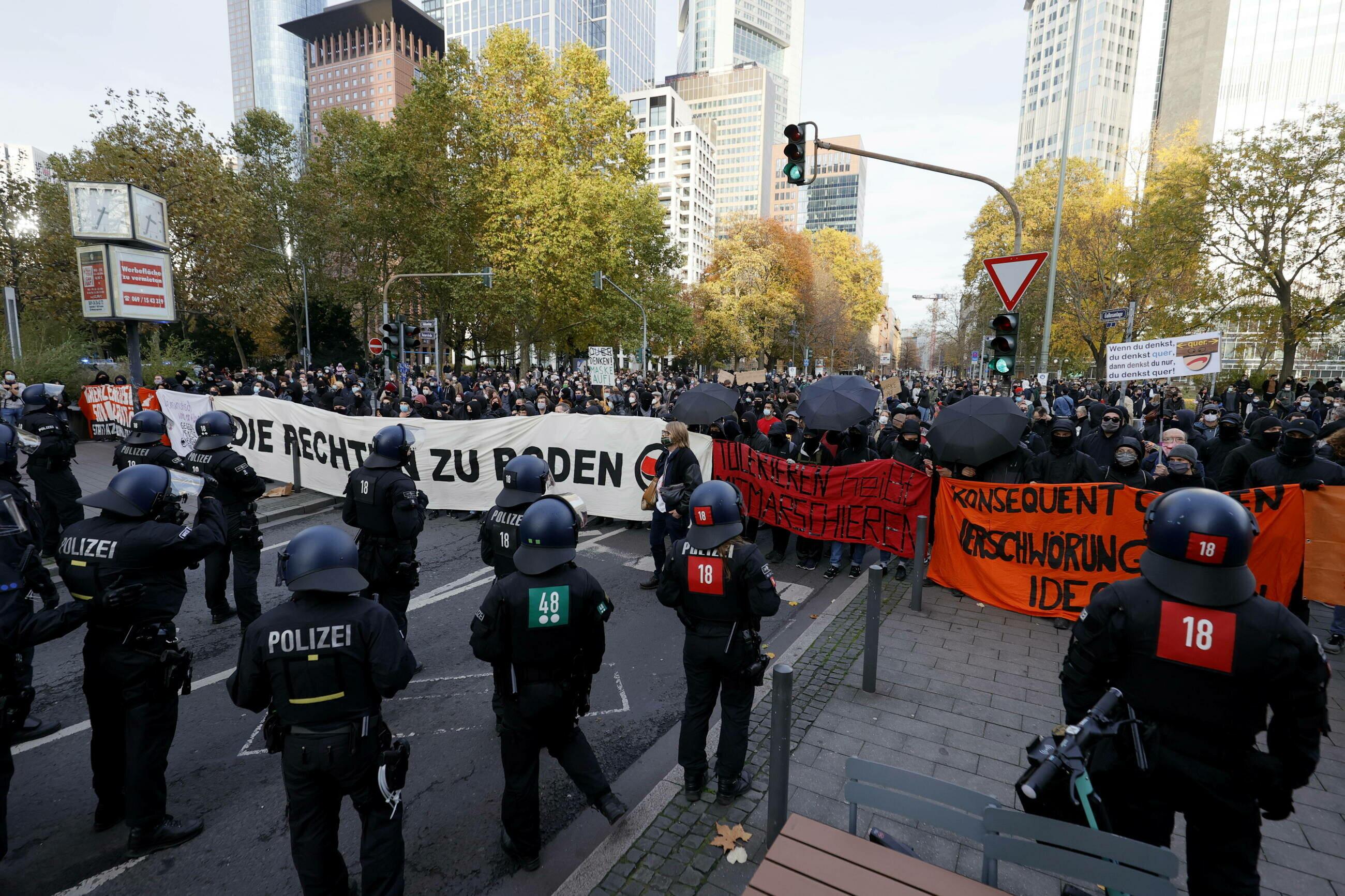 protesty przeciwko noszeniu maseczek w Niemczech