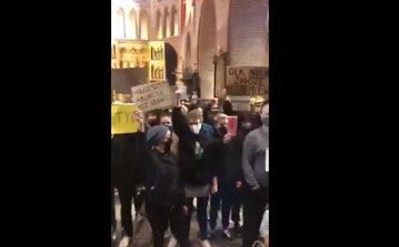 Protesty w poznańskiej katedrze