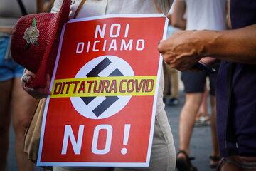 Protesty we Włoszech przeciw segregacji szczepionkowej
