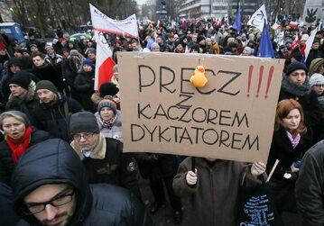 Przeciwnicy obecnej władzy protestowali przed Sejmem