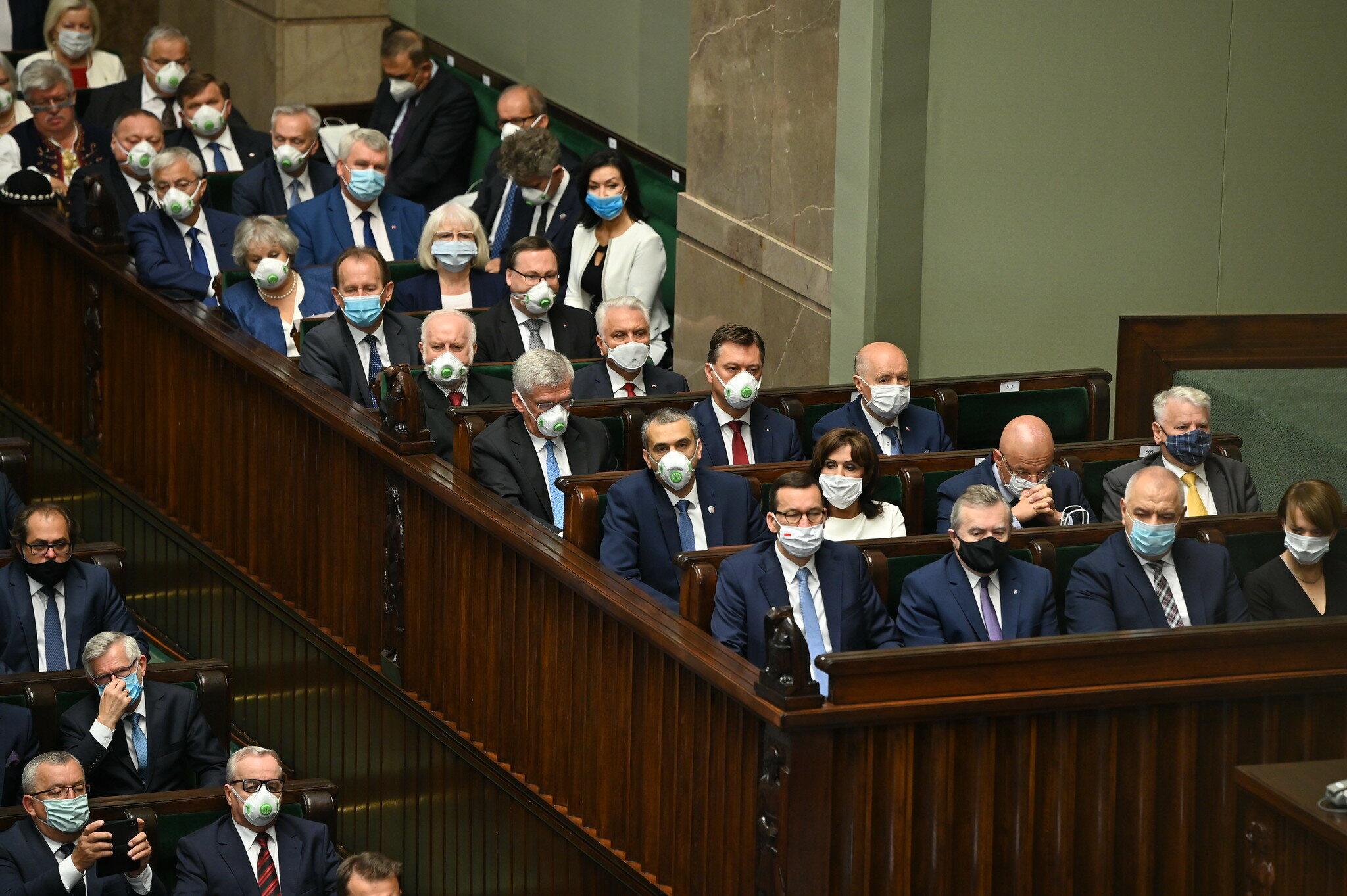 Przedstawiciele rządu w Sejmie. W pierwszym rzędzie Mateusz Morawiecki