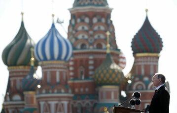 Przemówienie prezydenta Rosji Władimira Putina. W tle Kreml