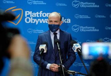Przewodniczący PO Borys Budka podczas konferencji prasowej