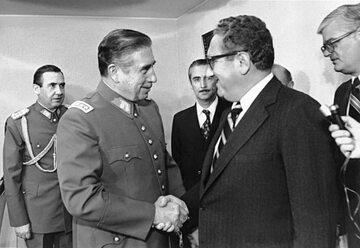 Przywódca Chile, Augusto Pinochet i sekretarz stanu USA, Henry Kissinger