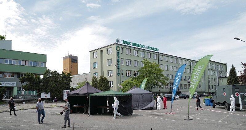 Punkt pobierania próbek do badań na obecność koronawirusa przy kopalni Murcki-Staszic w Katowicach