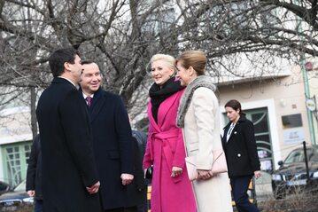 rezydent Andrzej Duda (2L) i jego małżonka Agata Kornhauser-Duda (3L) oraz prezydent Węgier Janos Ader (L) i jego małżonka Anita Herczegh
