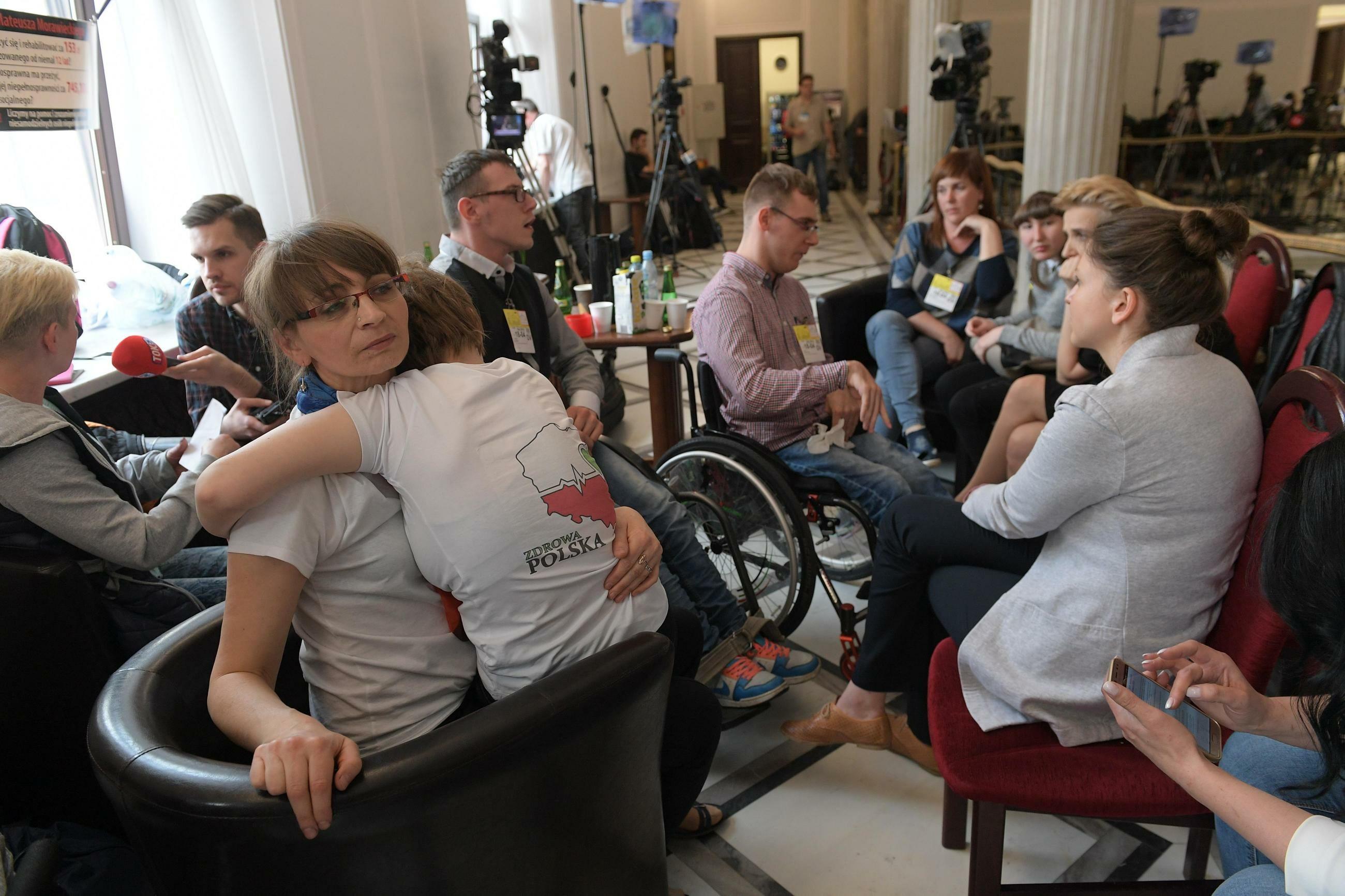 Rodzice osób niepełnosprawnych rozpoczęli protest stacjonarny w Sejmie