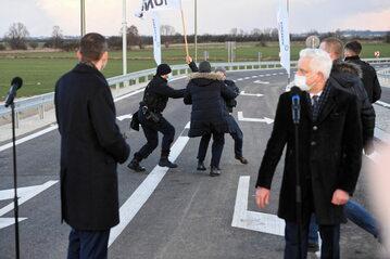 Rolnicy z AgroUnii zakłócili konferencję prasową premiera Mateusza Morawieckiego.