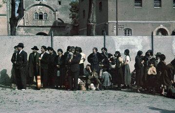 Romowie i Sinti przed deportacją z Asperg 22 maja 1940