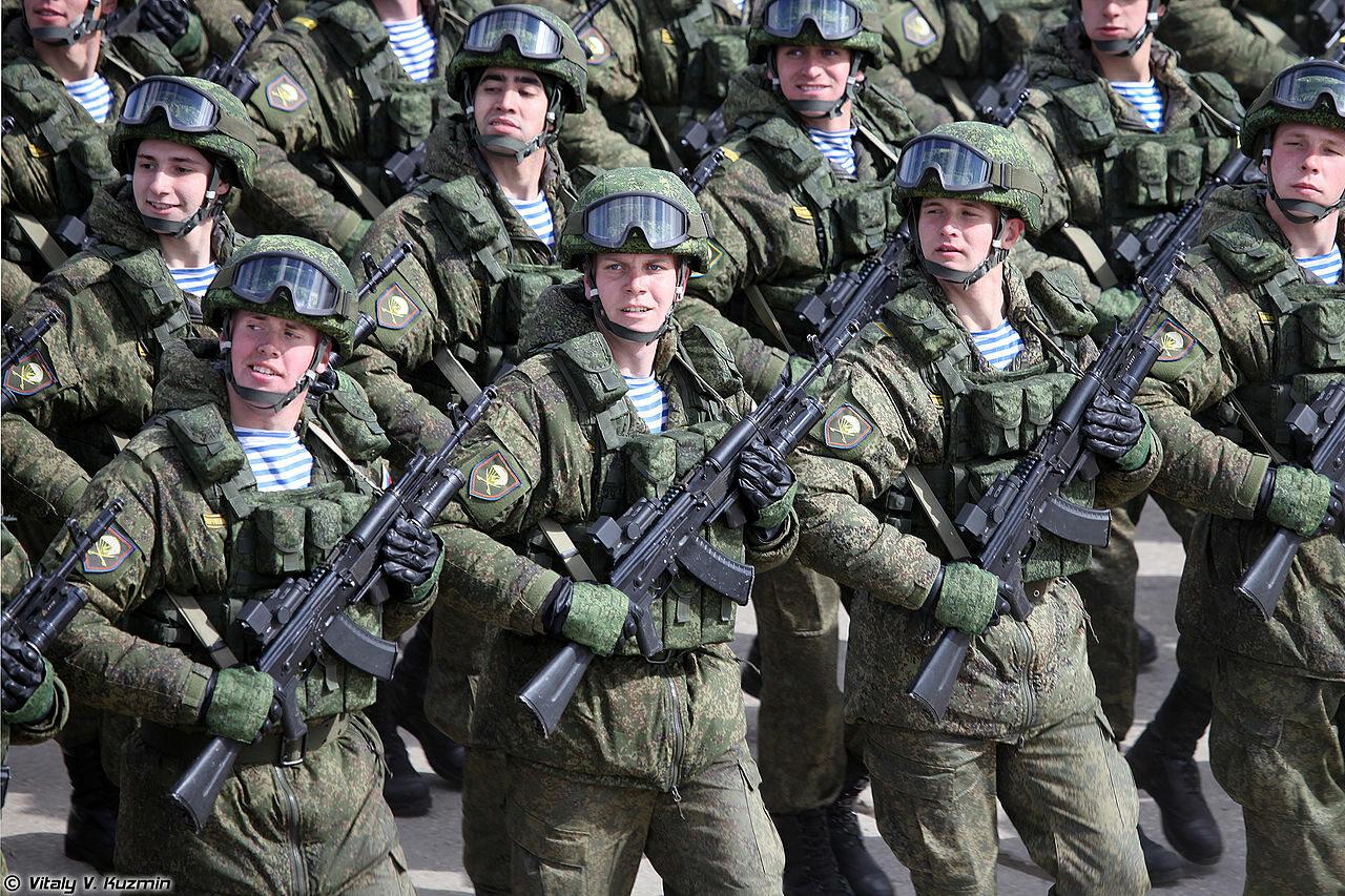 Rosyjscy żołnierze podczas parady wojskowej w Moskwie