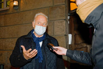 Ryszard Krauze przed gmachem Sądu Rejonowego w Poznaniu