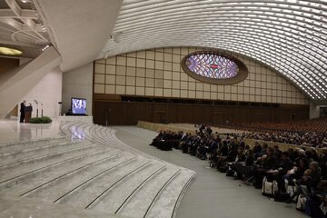 Sala konferencyjna w Watykanie nie zapełni się w tym roku tłumem słuchaczy