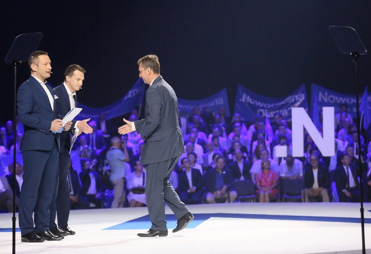 Sekretarz generalny Nowoczesnej Adam Szłapka, członek zarządu Nowoczesnej Paweł Rabiej oraz poseł PO Andrzej Halicki (P) podczas konej Nowoczesnej