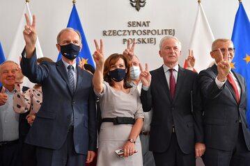 Senatorowie: Bogdan Klich, Sławomir Rybicki i Krzysztof Kwiatkowski oraz wicemarszałek Senatu RP Gabriela Morawska-Stanecka