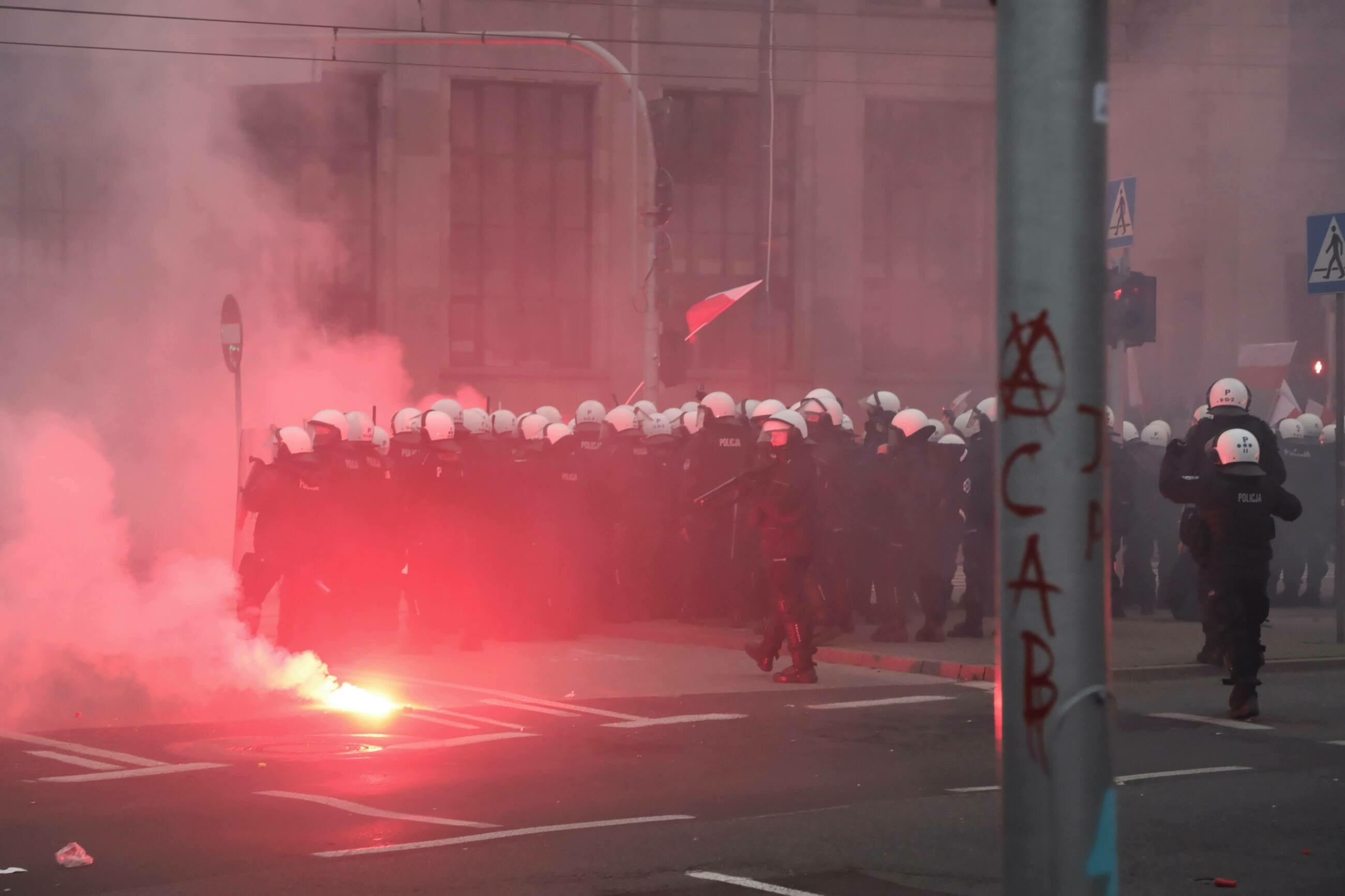 Starcia policji i uczestników Marszu Niepodległości na rondzie de Gaulle'a w Warszawie