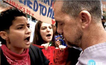 Starcie marszu pro-life z pro-aborcyjnym kontrprotestem w Nowym Jorku