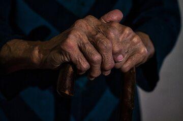 Starsza osoba. Zdjęcie ilustracyjne