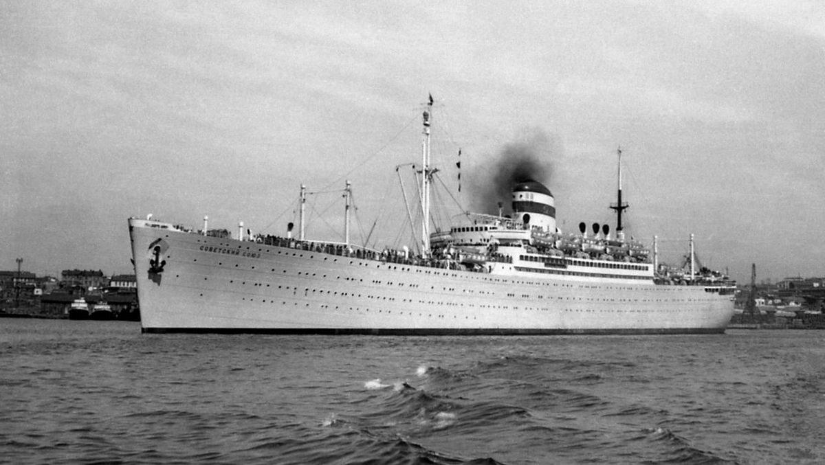 """Statek pasażerski """"Sowietskij Sojuz"""", z którego wyskoczył Stanisław Kuryłow"""