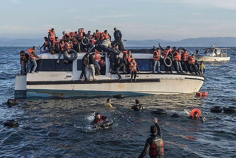 Statek z imigrantami na Morzu Śródziemnym