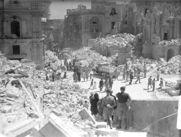 Stolica Malty Valetta po kolejnym bombardowaniu. Kwiecień 1942 r.