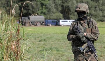 Straż Graniczna i wojsko w pobliżu miejscowości Usnarz Górny
