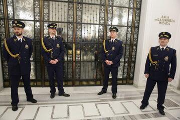 Straż Marszałkowska przed wejściem do Sali Kolumnowej