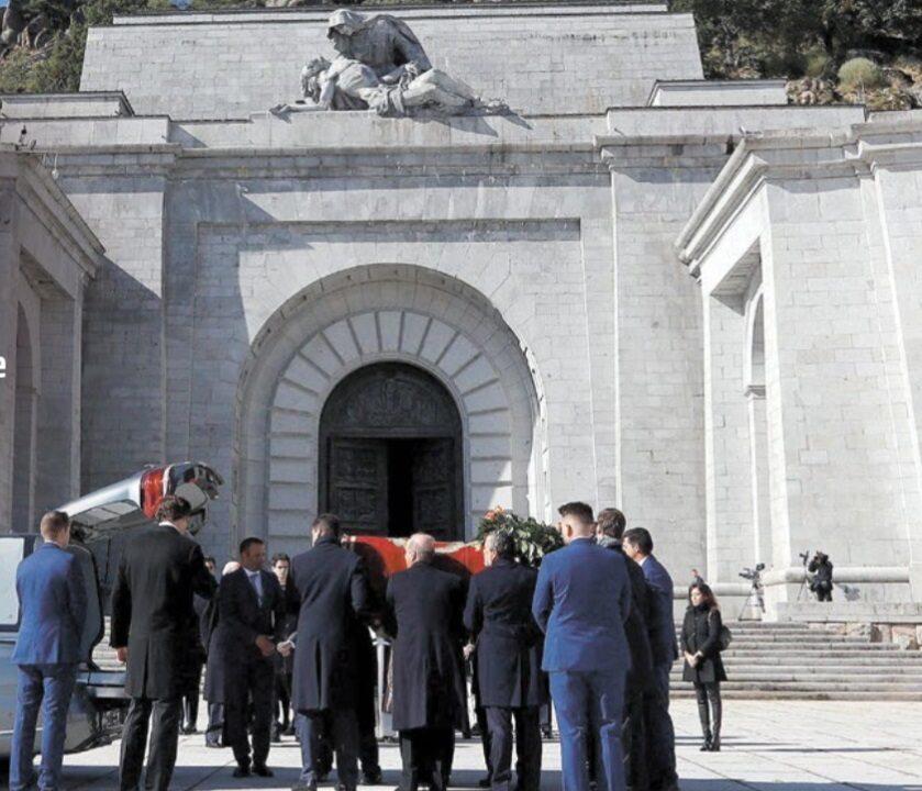 Szczątki gen. Francisco Franco zostały ekshumowane 24 października. Uroczystość była skromna. Decyzją rządu nie wolno było oddać żadnych honorów należnych głowie państwa