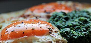 Szpinak z jajkiem, zdjęcie ilustracyjne