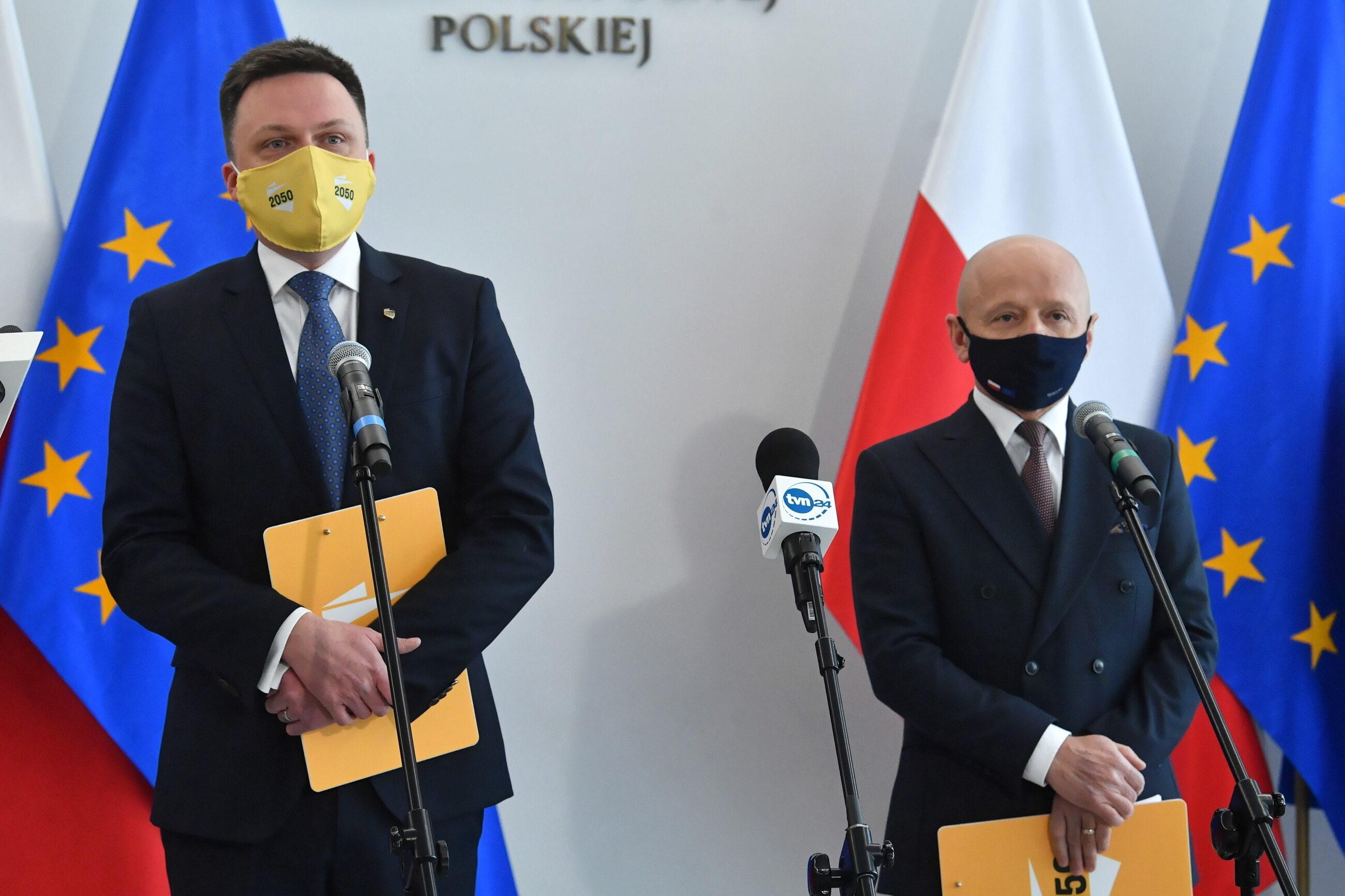 Szymon Hołownia i Jacek Bury podczas konferencji prasowej w Sejmie