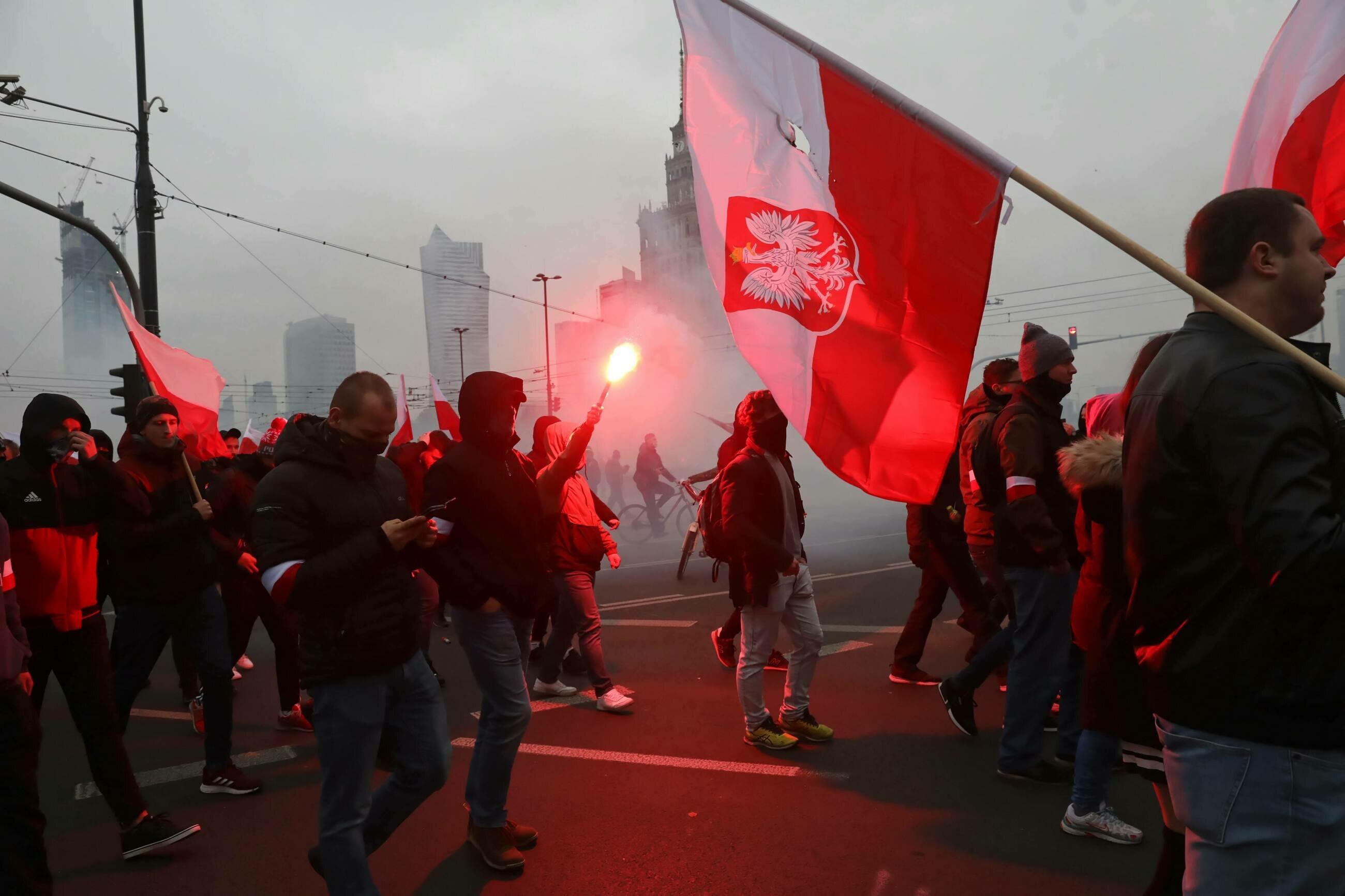 Uczestnicy Marszu Niepodległości w centrum stolicy.