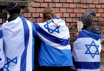 Uczestnicy Marszu Żywych na terenie Auschwitz