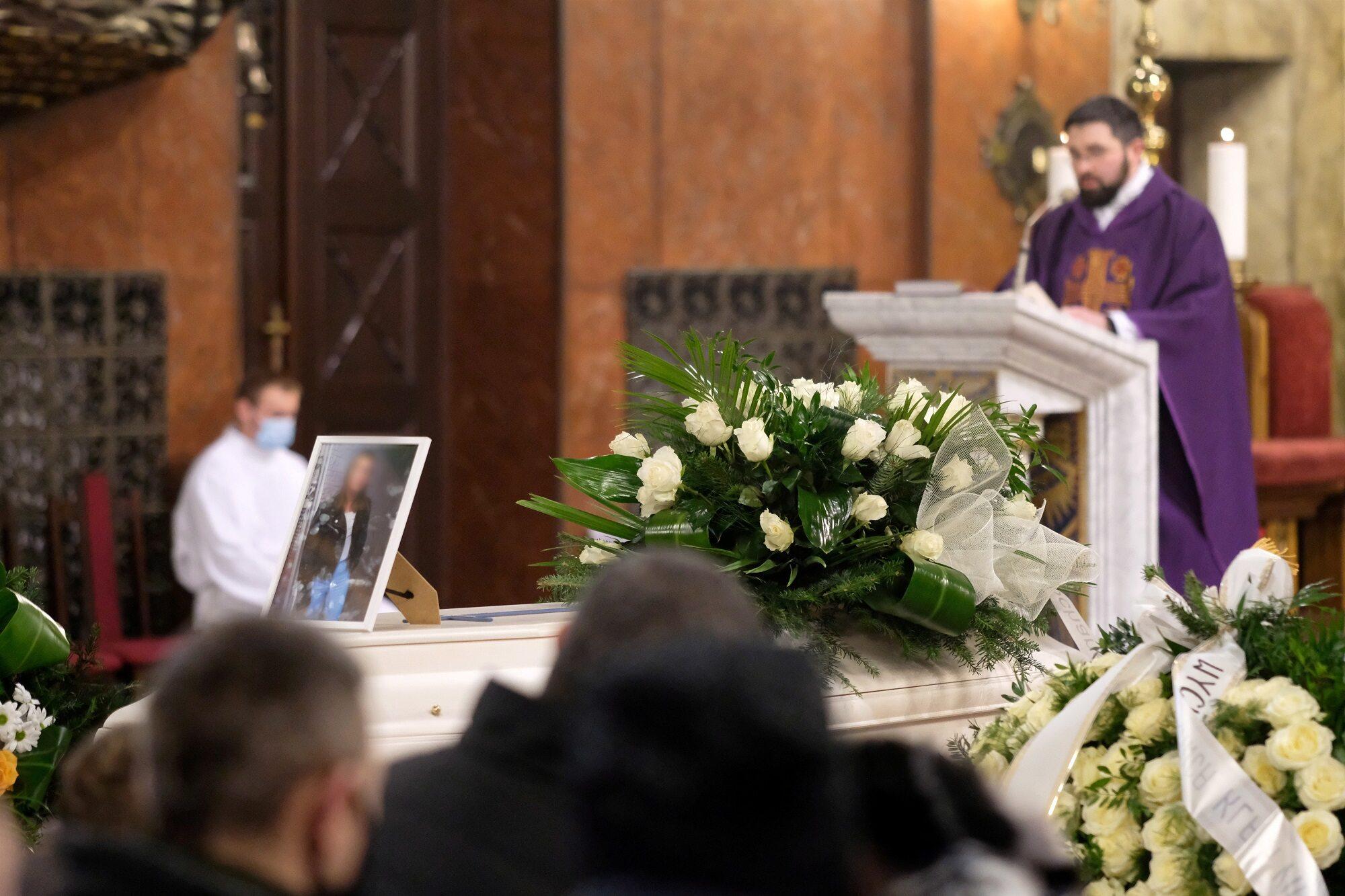 Uroczystości pogrzebowe 13-letniej Patrycji z Bytomia w Bazylice NMP w Piekarach Śląskich.