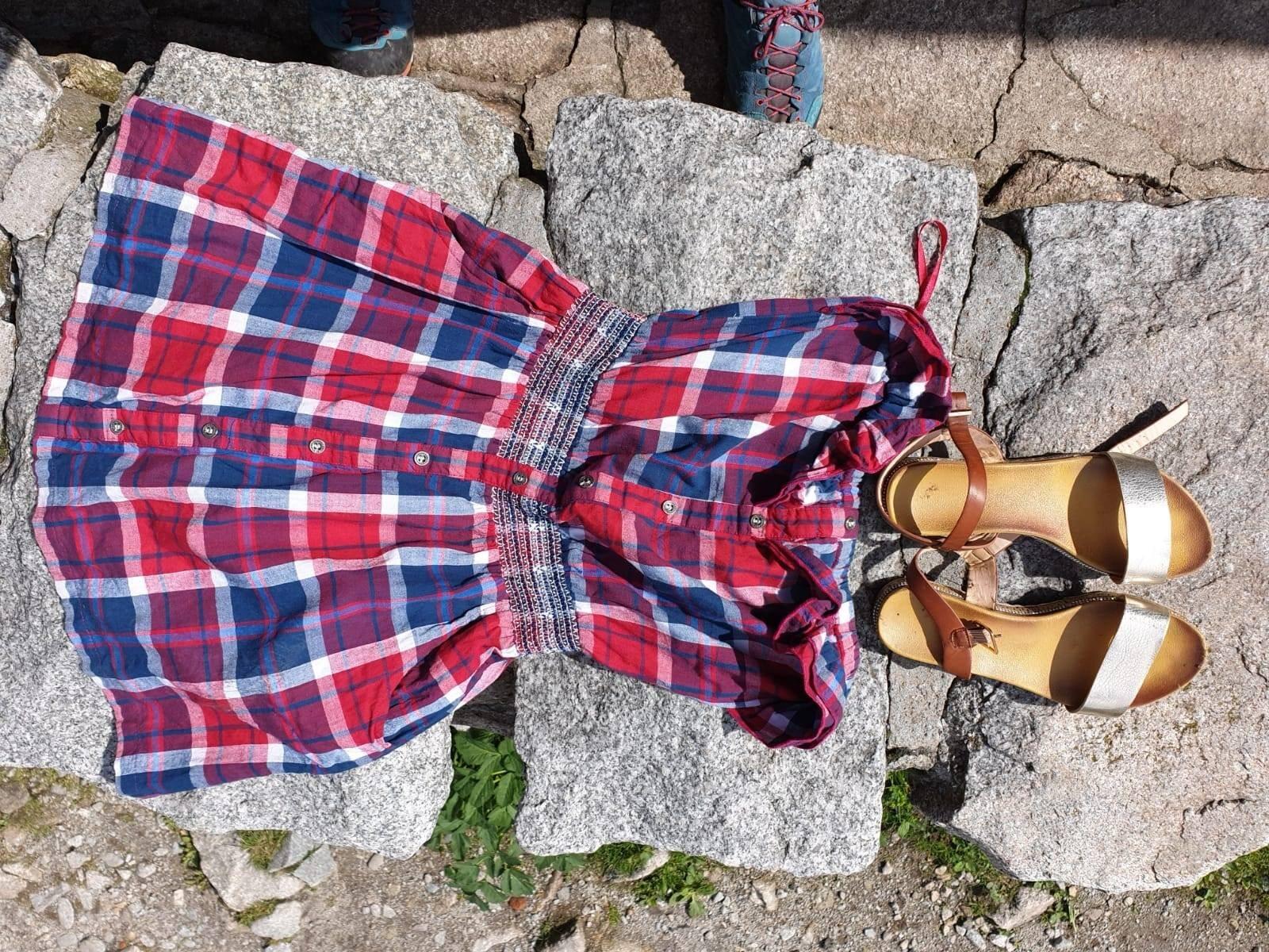 W Dolinie Pięciu Stawów, przy wypływie potoku z Wielkiego Stawu znaleziono damską odzież.