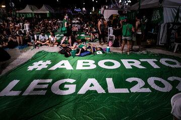 W grudniu 2020 r. Kongres Narodowy Argentyny zalegalizował aborcję do 14. tygodnia ciąży.